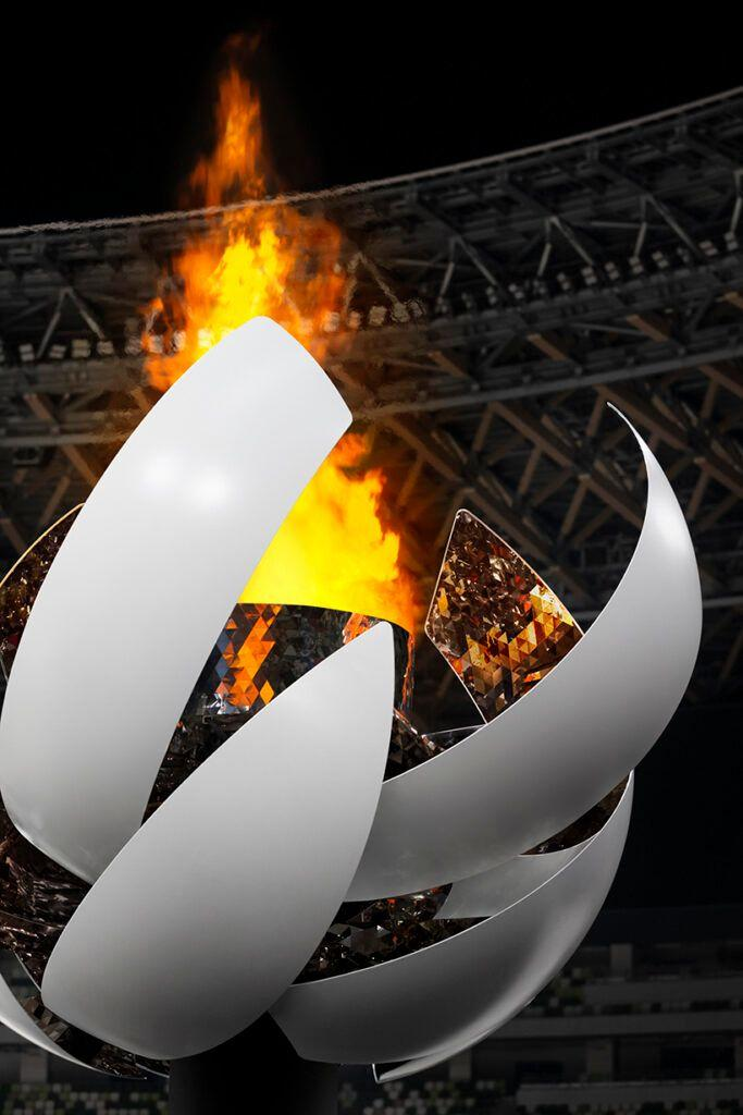 A foto mostra o detalhe do fogo da pira olímpica dos jogos de Tokyo 2020. O design que remete ao sol é assinado pelo estúdio Nendo.