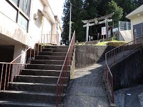 JA右の階段を登る