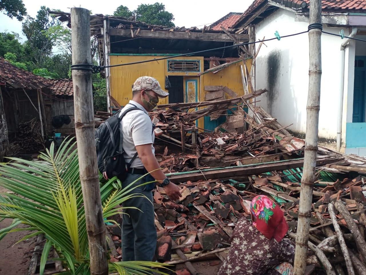 Rumah Roboh Di Sampang, Akibat Angin Kencang