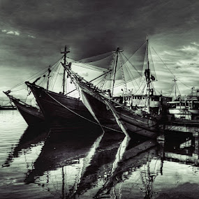 PINISI by Hernan Halim - Transportation Boats ( makassar, pinisi, traditional harbour, paotere )