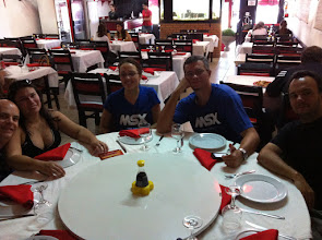 "Photo: Nos preparando para encarar a comida chinesa no ""Mr. Chang"""