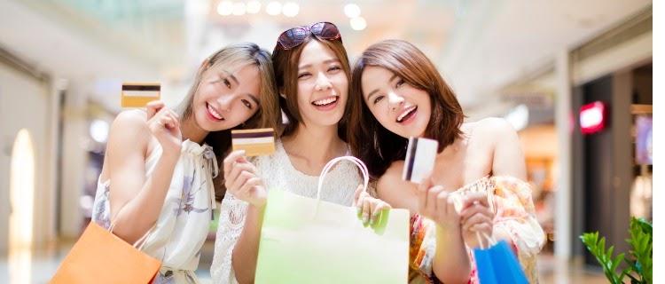 クレジット カード おすすめ 女性 visaを持つ3人