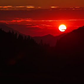 A mountains sunrise by Nicu Buculei - Landscapes Sunsets & Sunrises ( sky, sunrise, mountains, sun, landscape,  )