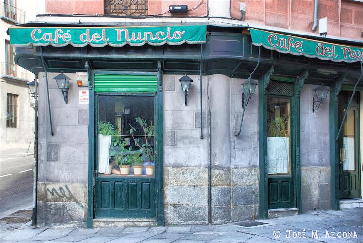 The Cafe del Nuncio near the base of the stairs. Photo: Jose Manuel Azcona.