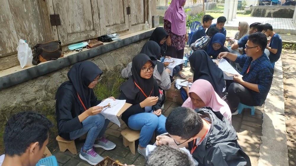 Kegiatan siswa outingclass  di Kampung Batik Giriloyo Imogiri Bantul