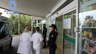 Agentes de la Policía Nacional en Torrecárdenas la mañana del miércoles