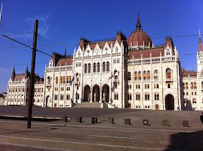 Photo: Maďarský parlament v Budapešti. http://budapest.poznej.com/pamatky/parlament-orszaghaz/