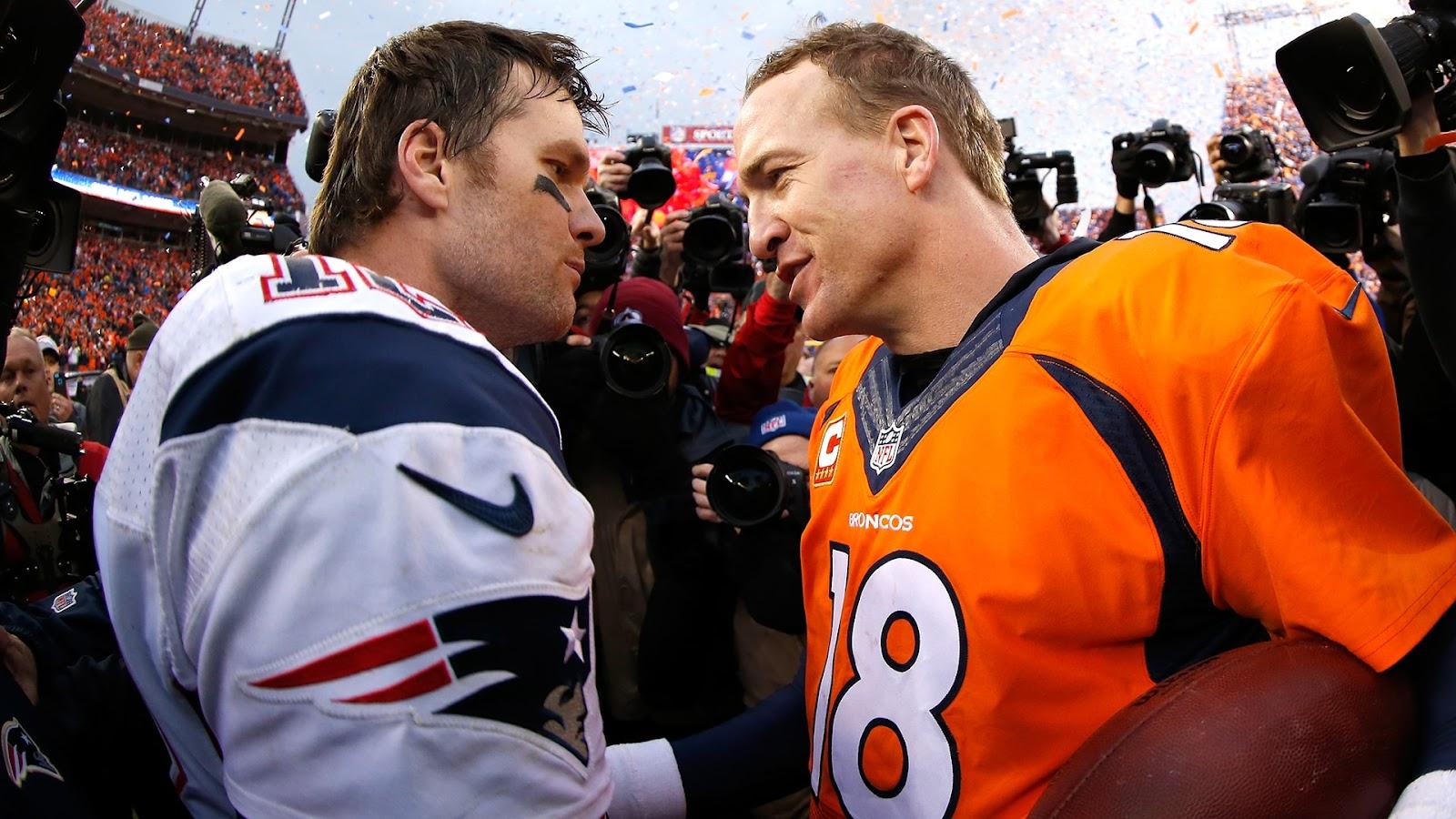 Tom Brady của New England Patriots và Peyton Manning của Denver Broncos là những tiền vệ hàng đầu hiện nay.