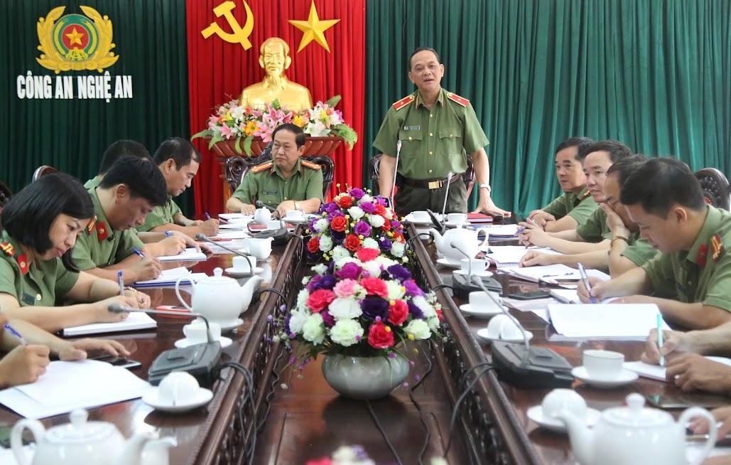 Thiếu tướng Đặng Hoàng Đa, Phó cục trưởng Cục xây dựng phong trào toàn dân bảo vệ ANTQ phát biểu chia sẻ những khó khăn của cán bộ, chiến sỹ Công an tỉnh Nghệ An