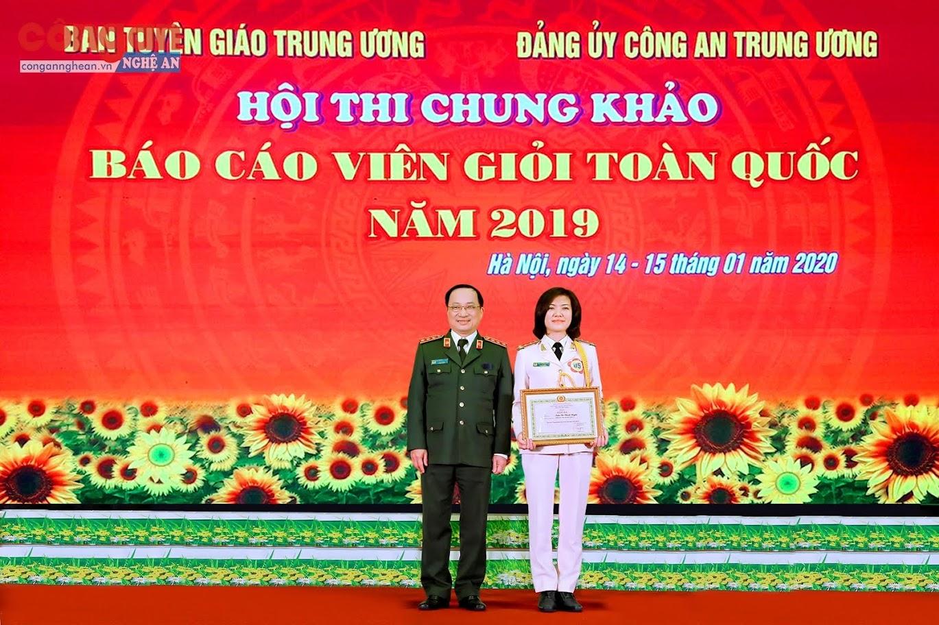 Đại uý Trần Thị Thanh Huyền đạt giải Ba  tại Hội thi báo cáo viên giỏi toàn quốc