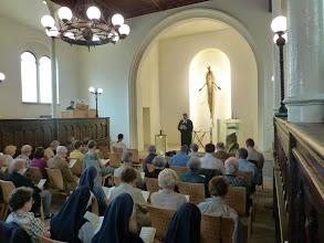 Photo: Pfarrer Christian Brost und an allen verfügbaren Orgeln Johannes Lenius