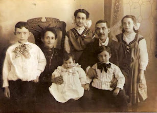 Photo: Arthur, Ernestine, Wilhelmina, Celia, Isidore, Leo, and Martha Heyman