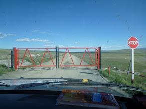 Photo: Poslední metr asfaltu = vjezd na mongolské území