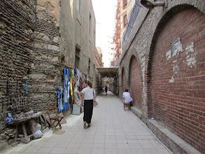 Photo: bajando las escaleras, se ingresa a este callejón