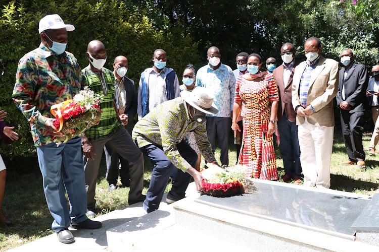 Former Prime Minister Raila Odinga lays a wreath on the grave of Nominated MP Maina Kamanda's mum before meeting Mt Kenya leaders at Kamanda's home in Ol Kalou.