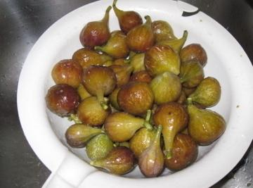 As I noted, I trim the end off the figs and rinse them off...