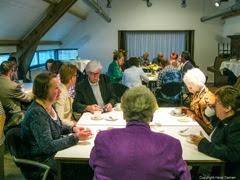 Photo: Alle genodigden van diverse verenigingen uit Teteringen voor de uitreiking bij Jan Horsten