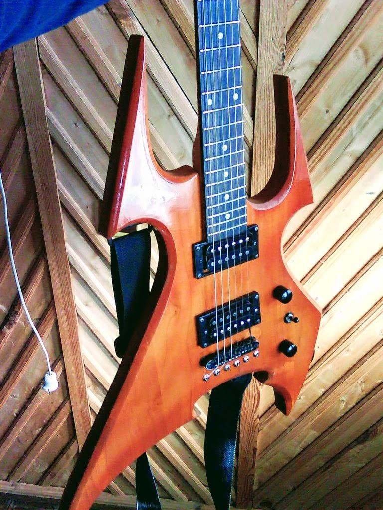 Вид гітари фронт