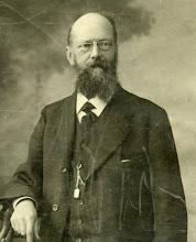 Photo: Herman Gijsbert Keppel Hesselink (1859-1914) was theoloog,  directeur van de Zendingsdrukkerij te Ermelo en redacteur van de Nederlandsche Zendingsbode. In 1913 werd hij Waals predikant, hij overleed  op 27-3-1914 in Montauban. Op latere leeftijd gehuwd met Egberdina Kamphuis. Geen kinderen.