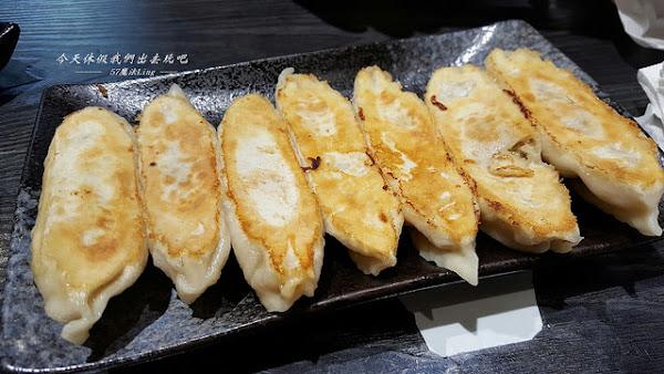 壹玖捌捌銷魂鍋貼。工業風格小吃餐館
