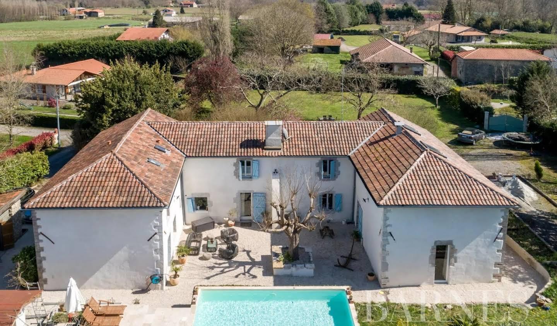 House Saubrigues