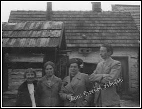 Photo: Na placu Szkoły Powszechnej, widok od strony ulicy Wałowej