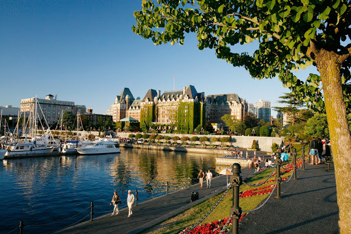 victoria-inner-harbour.jpg - The pretty waterfront along the Inner Harbour in Victoria, British Columbia, which is also the site of Parliament.