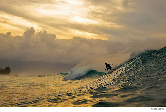 Photo: Photo of the Day: Kelly Slater, Pipeline. Photo: Noyle #Surfer #SurferPhotos