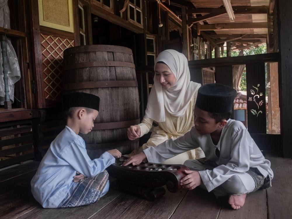 Dakon / Congklak traditional game