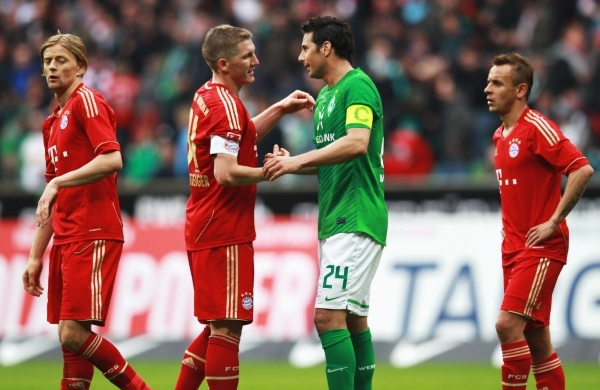 Photo: BREMEN, GERMANY - APRIL 21:  Claudio Pizarro (C) of Bremen and Bastian Schweinsteiger of Muenchen chat after the Bundesliga match between SV Werder Bremen and FC Bayern Muenchen at Weser Stadium on April 21, 2012 in Bremen, Germany.  (Photo by Joern Pollex/Bongarts/Getty Images)
