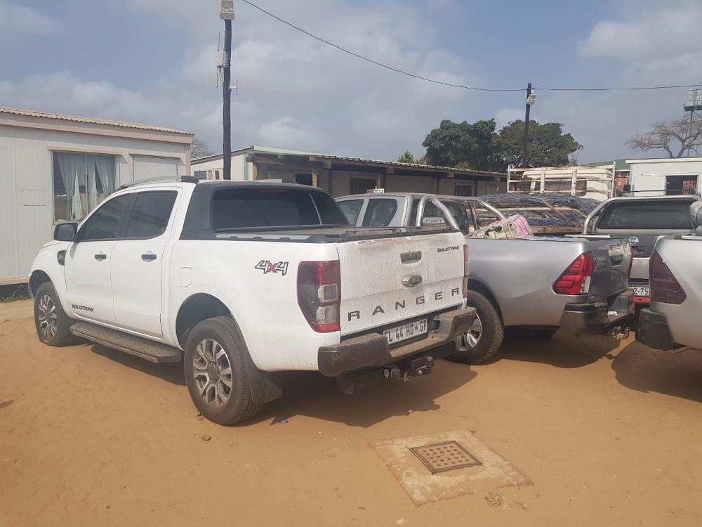Die polisie beslag lê op 20 gekaapte motors wat vir Mosambiek bestem is - SowetanLIVE Sunday World
