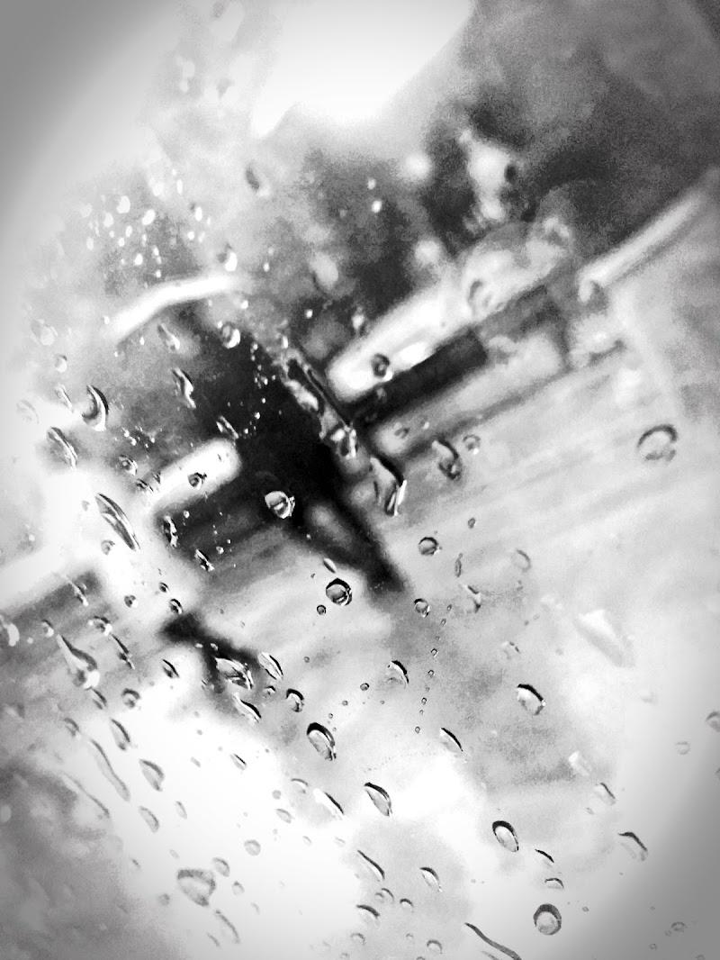 Fuori piove di Luca Mandelli