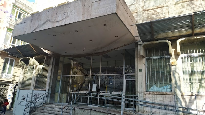 Así está la fachada del edificio de Correos en la actualidad