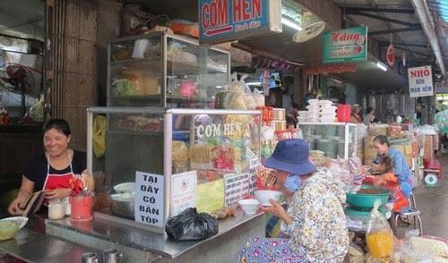 Đi chợ Đông Ba ăn hàng 8