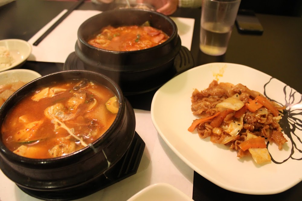 Picture showing the food available at Windsor Seoul