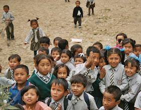 Photo: Die Schulkinder haben in uns eine Attraktion. Und wir in Ihnen