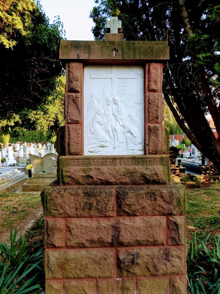 Marcali - Szent Kereszt temetőkápolna és kálvária