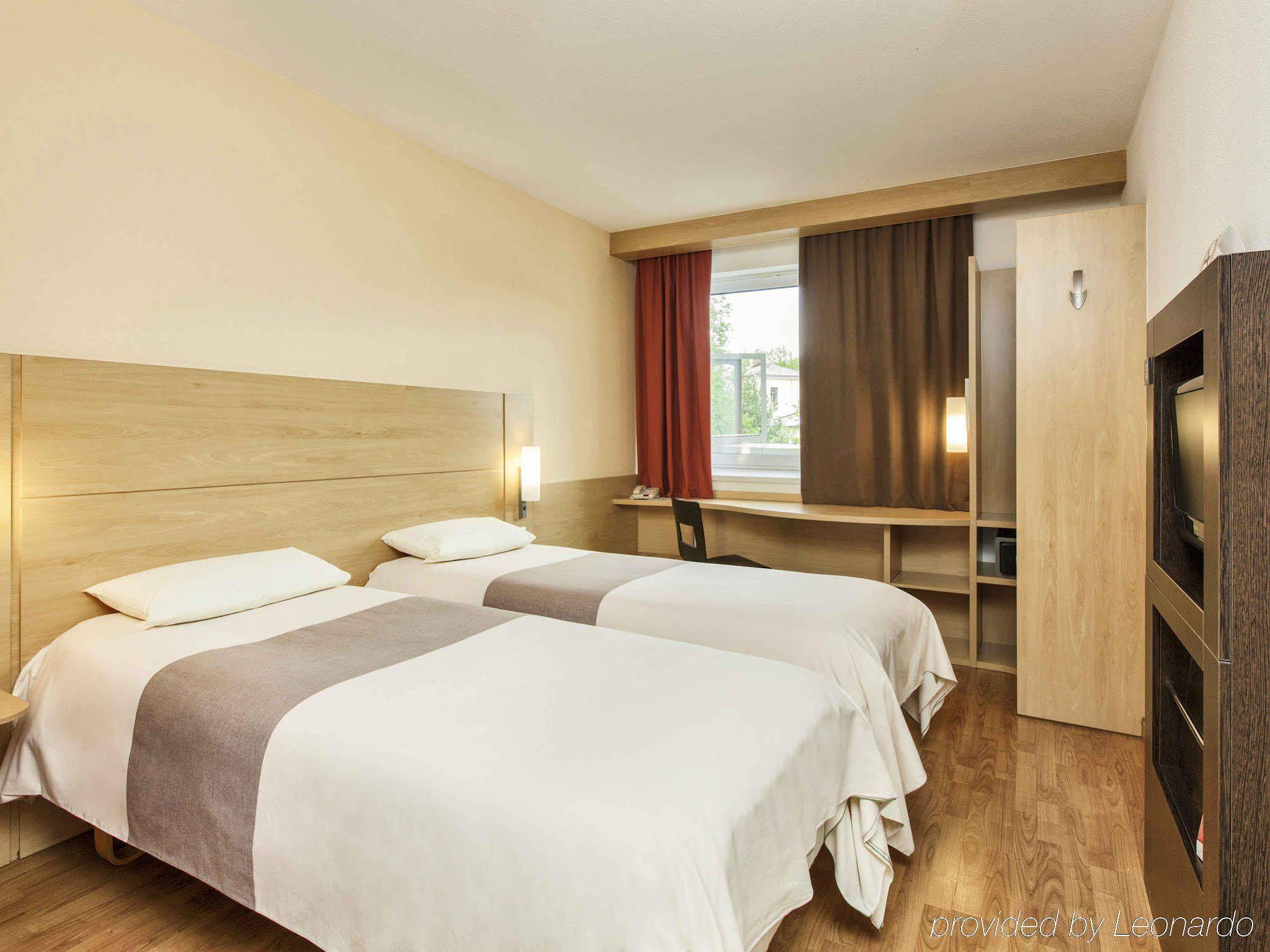 Hotel Cosmos, Yaroslavl: description of rooms, reviews