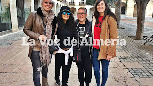 Salma Hayek, junto a Mª del Mar Ferrón, Isabel Góngora, del blog CineTour, y Reme Úbeda.
