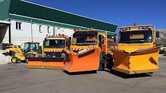 Máquinas quitanieves preparadas para actuar en las carreteras.