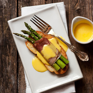 Asparagus and Prosciutto Crostini with Fontina Cheese Sauce