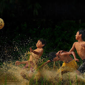 Catch the Ball by Bimo Gupono - Babies & Children Children Candids