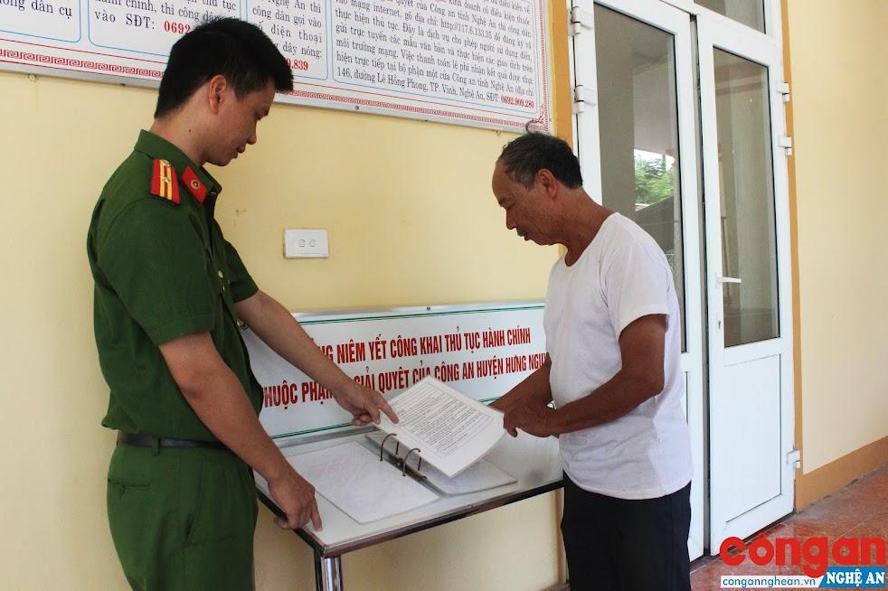 Việc công khai thủ tục hành chính được Công an huyện Hưng Nguyên thực hiện hiệu quả, tạo điều kiện thuận lợi cho người dân