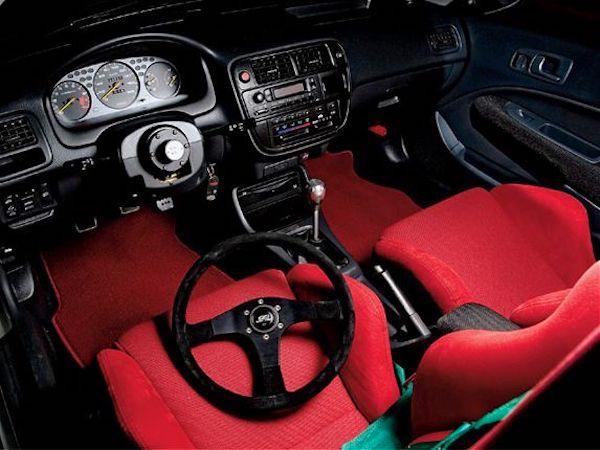 ความสุขของผู้รับที่ชอบการตกแต่งรถ อุปกรณ์ตกแต่งมากมายสามารถใช้เป็นของขวัญได้ทั้งนั้น แต่ต้องเลือกให้ตรงกับรุ่นรถของผู้รับด้วย
