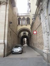Photo: Esta es una callecita que sale al lado de La Mercè.