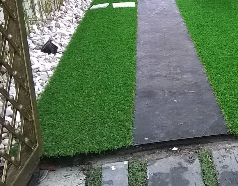 thảm cỏ nhựa ban công, thảm sân vườn lót ban công