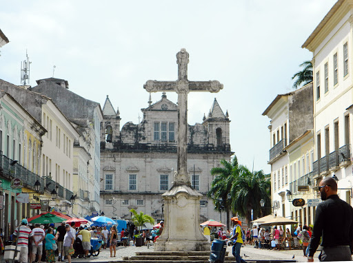 plaza.jpg - The center square of the religious and historic district of Salvador.