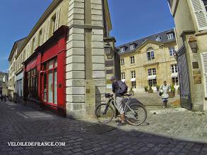 Photo: Hôtel du Baillage à Versailles, ancien lieu de justice et ancienne prison - e-guide balade à vélo dans Versailles et son parc par veloiledefrance.com