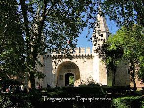 Photo: Entrance Gate to the Topkapi Palace ****** Toegangspoort naar het Topkapi Complex
