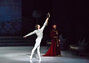 Photo: Ballett SCHWANENSEE in der Wiener Staatsoper/ Wiener Staatsballett. Vladimir Shishnov, Eno Peci. Premiere 16. März 2014. Foto: Barbara Zeininger.